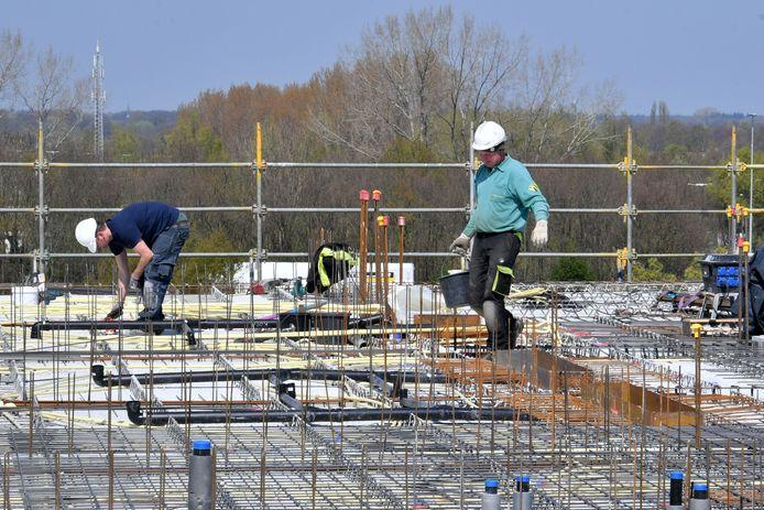 Helft bouwongevallen verzwegen. 27 boetes voor Overijsselse bouwbedrijven in 2017
